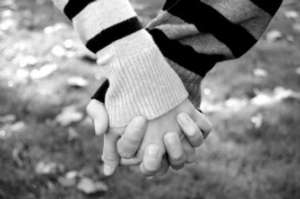 Holding_hands_