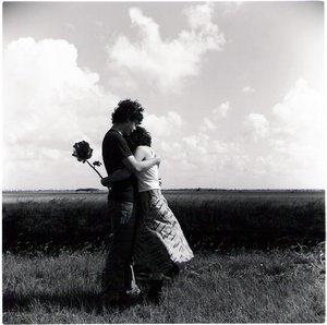 love-garden-people-hugging-flowers