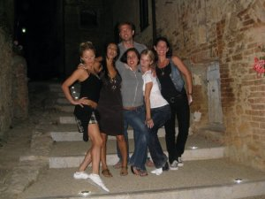 yoga friends in Italia! Angela Kukhahn, Cortland, Sonya, Desirre, Stephanie, Tara Rice