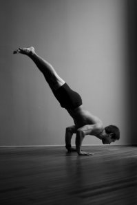 Dice lida-Klein lowering from handstand to chaturanga